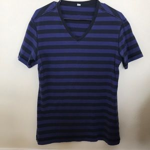 Lululemon Men's V-Neck Short Sleeve Shirt